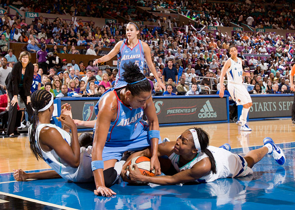 Pileup under the basket, with New York's Cappie Pondexter and Atlanta's Erika de Souza wanting the ball most