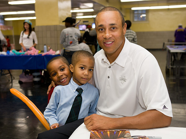 Retired Knicks star John Starks signed autographs