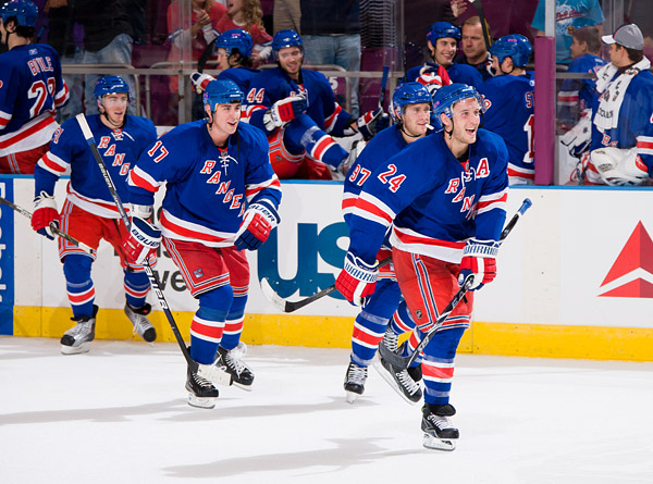 And the Rangers team streams off the bench to celebrate their win