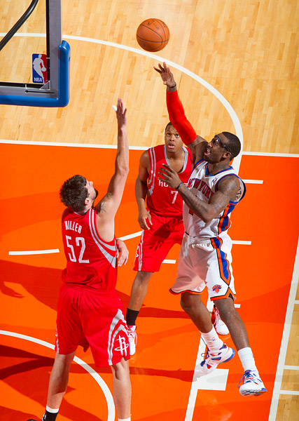 New York's Amare Stoudemire shoots over Houston's Brad Miller and Kyle Lowry