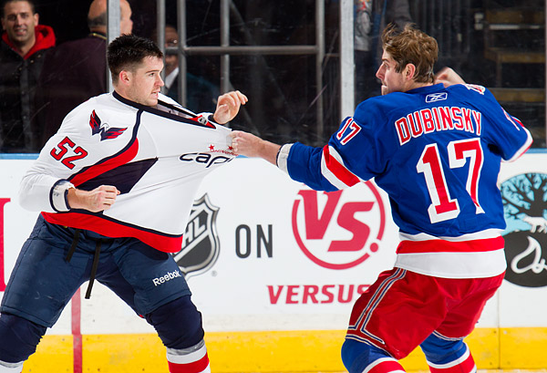Brandon Dubinsky fights Washington's Mike Green