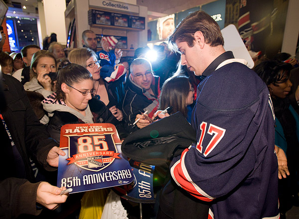 Rangers player Brandon Dubinsky signs autographs