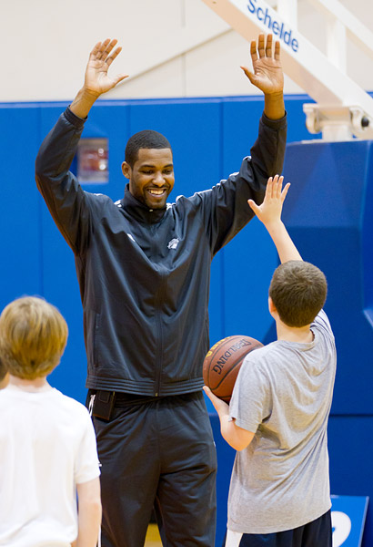 Shawne Williams basketball clinic