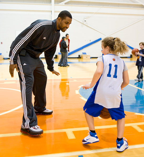 Shawne Williams of the Knicks teaches defensive skills