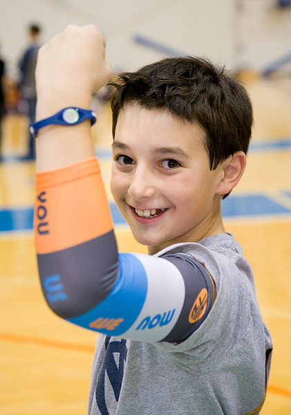 A young player shows off his new Knicks arm sleeve