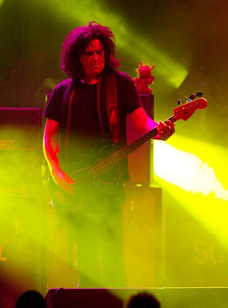 Jorgen Carlsson on bass