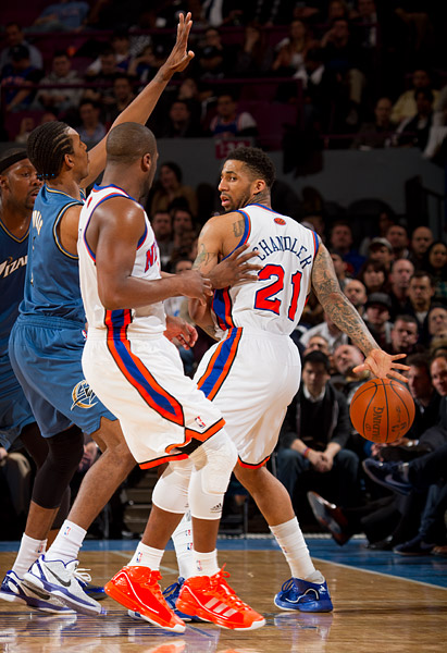 Wilson Chandler makes a behind-the-back pass to Raymond Felton