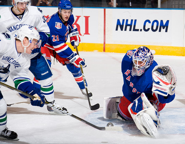 Henrik Lundqvist makes one of 31 saves for the shutout