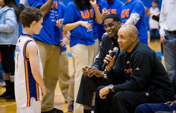 Retired Knicks John Starks and Charles Smith chat with a young fan