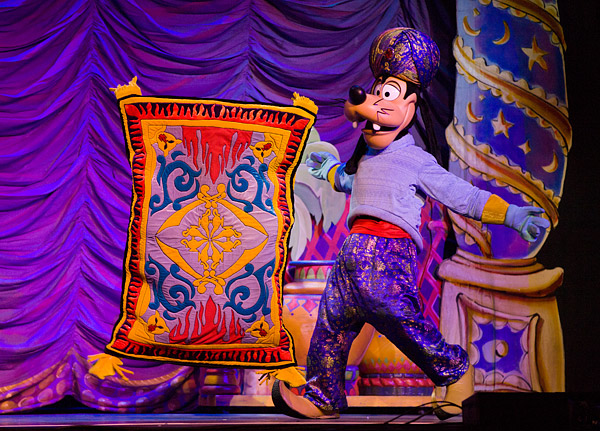 Goofy and the magic carpet from Aladdin