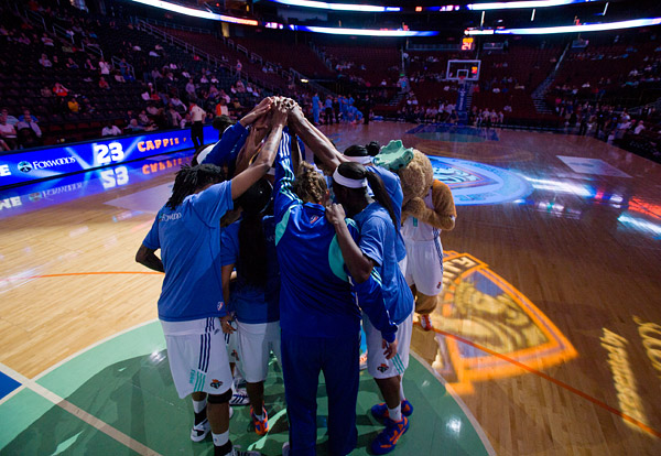 The New York Liberty huddle before the start of the game