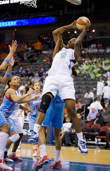 New York's Quanitra Hollingsworth chipped in with 10 points off the bench