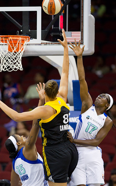 New York's Essence Carson and Kia Vaughn attempt to block a shot by Tulsa's Elizabeth Cambage