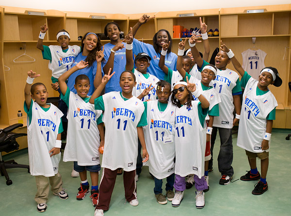 Plenette Pierson, Quanitra Hollingsworth, Essence Carson and the kids check out the Liberty locker room
