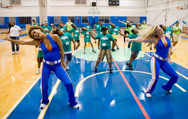 The Knicks City Dancers teach a dance routine