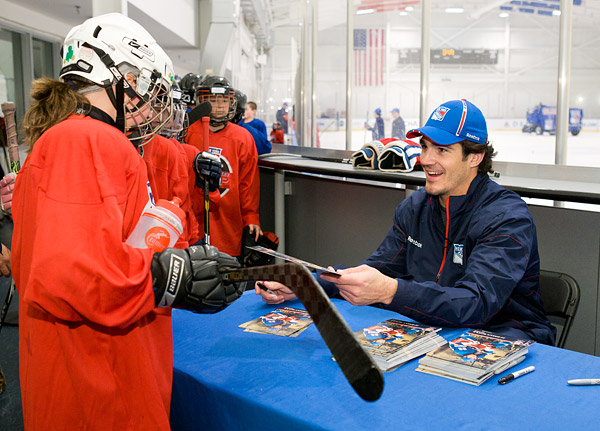 New York Ranger Brian Boyle signing autographs