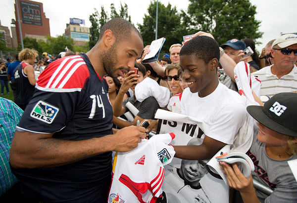 Thierry Henry and the Red Bulls sign autographs for the throngs of fans in attendance