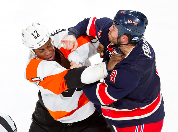 Philadelphia's Wayne Simmonds fights New York's Brandon Prust