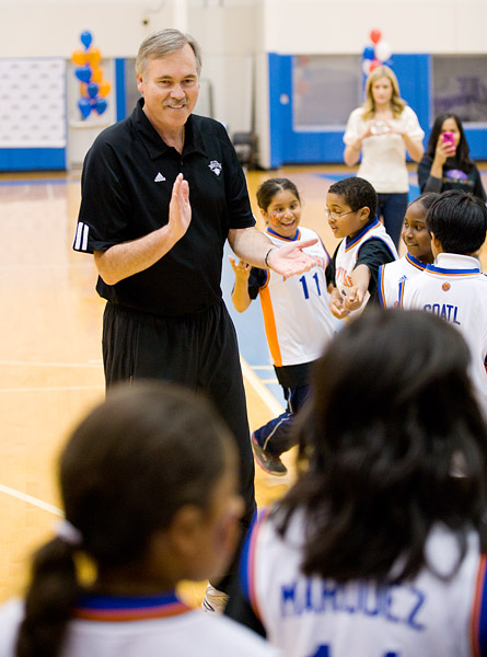 Coach D'Antoni strategizes with his players