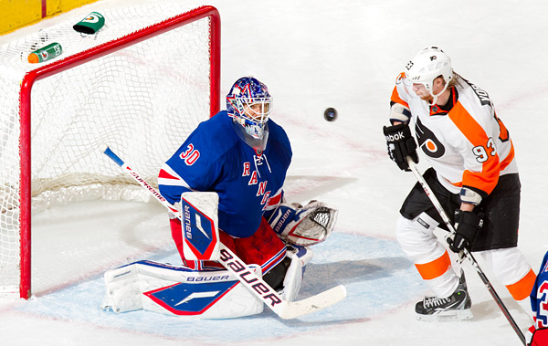 Rangers goalie Henrik Lundqvist and the Flyers Jakub Voracek