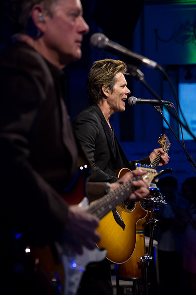 Kevin Bacon performs with his brother Michael at the NewYork.com launch party.